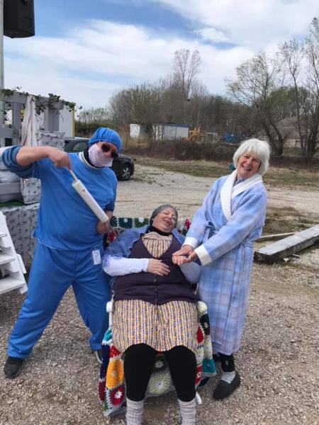 Dr punch au chevet de Yolaine et Julie