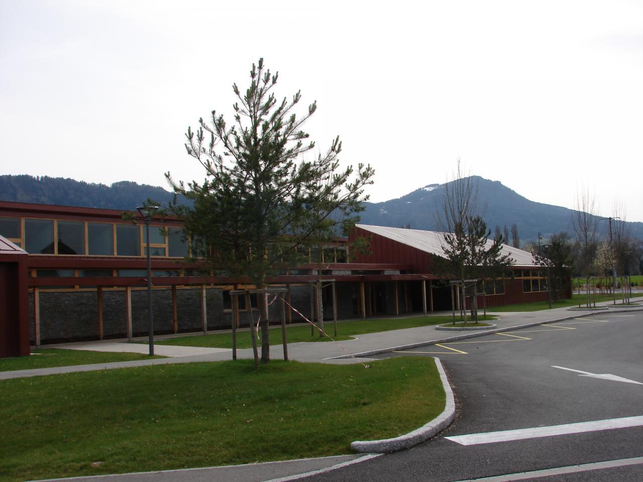Ecole et salle des fêtes