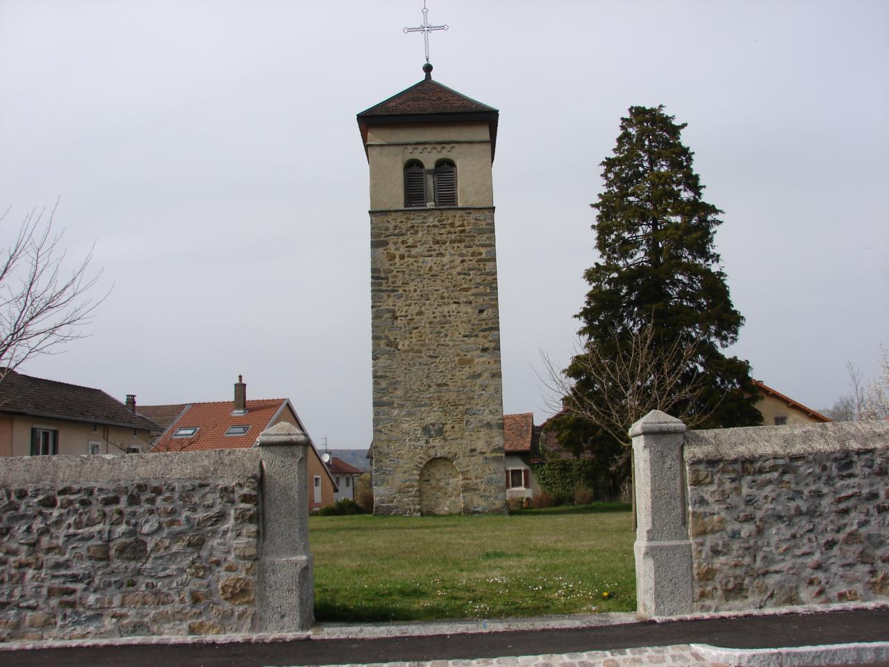 Le clocher (particularité de Brenthonne, il est séparé de l'église)