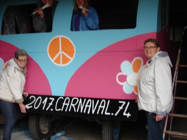 """Construction de notre char CombiVW rose à l'effigie """"Peace and Love"""""""