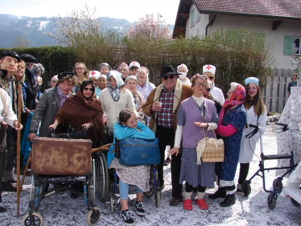La maison de retraite en folie - Un beau groupe