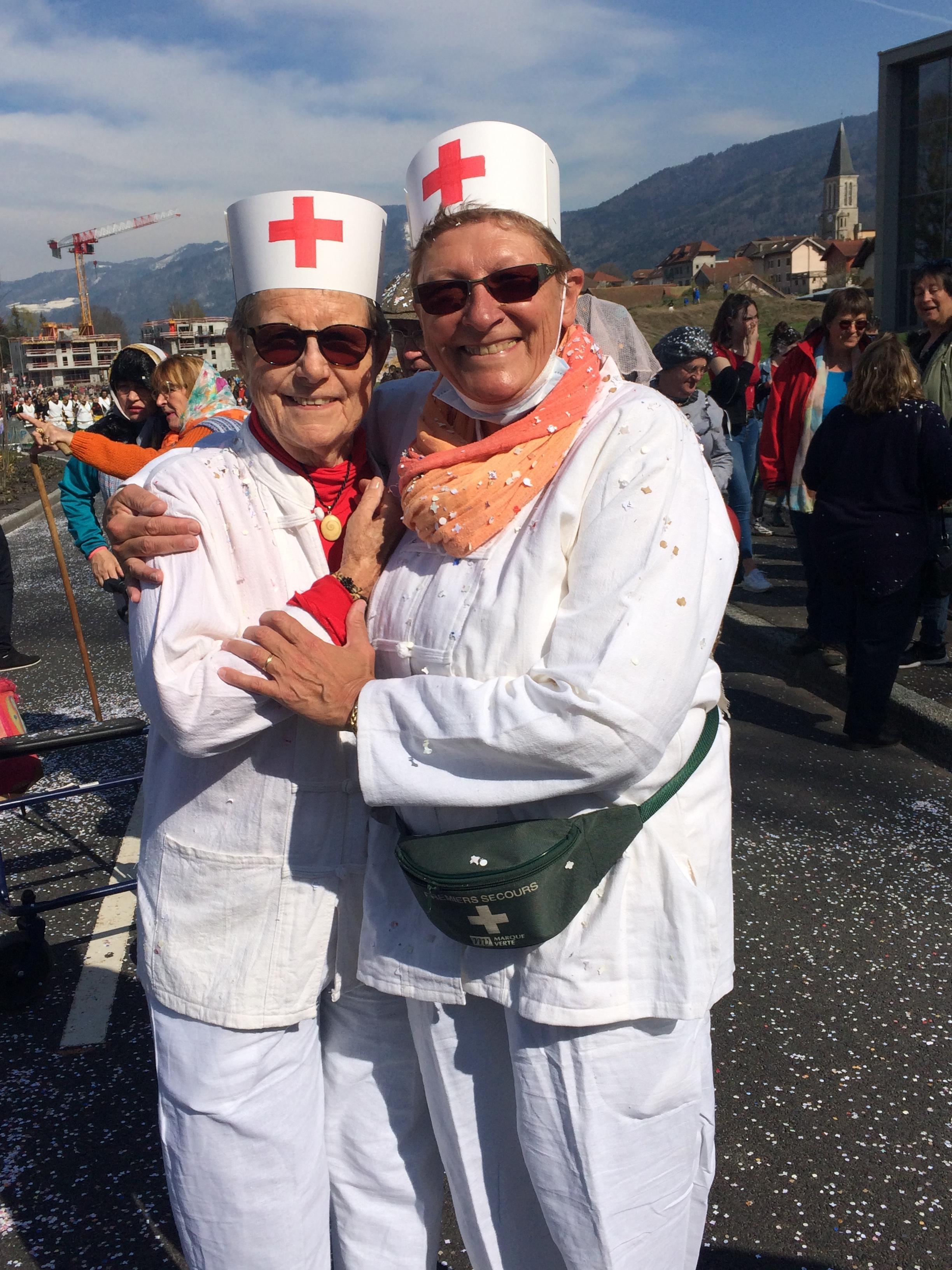 Mimi et Cathy - 2 infirmières dévouées